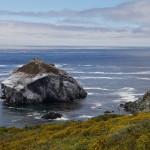 Ein Felsen im Meer, entlang der Route No. 1
