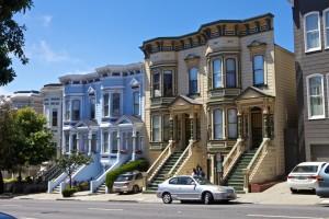 Eine typische Häuserzeile in San Francisco