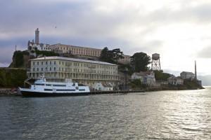 Mit dem Schiff vorbei an Alcatraz